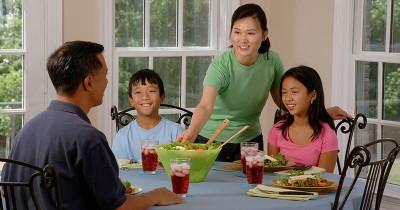 7 Alasan Pentingnya Makan Bersama Keluarga