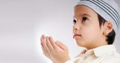 Saat Ramadan, Ajarkan Niat Salat Tarawih Doa Kamilin Anak