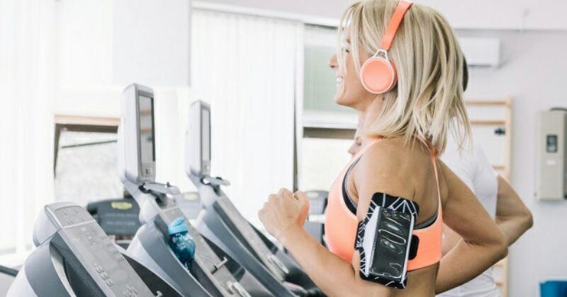 3. Lebih banyak bergerak saat mendengarkan musik selama latihan