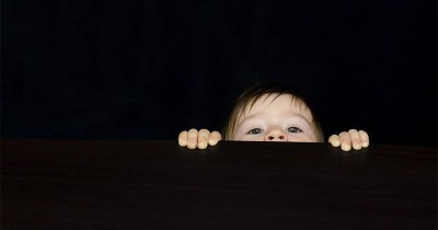 5 Tips Membantu Bayi Pemalu Bisa Bersosialisasi