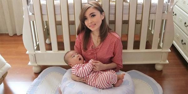 Hasil gambar untuk Cara Menyusui Bayi Dengan Aman dan Nyaman