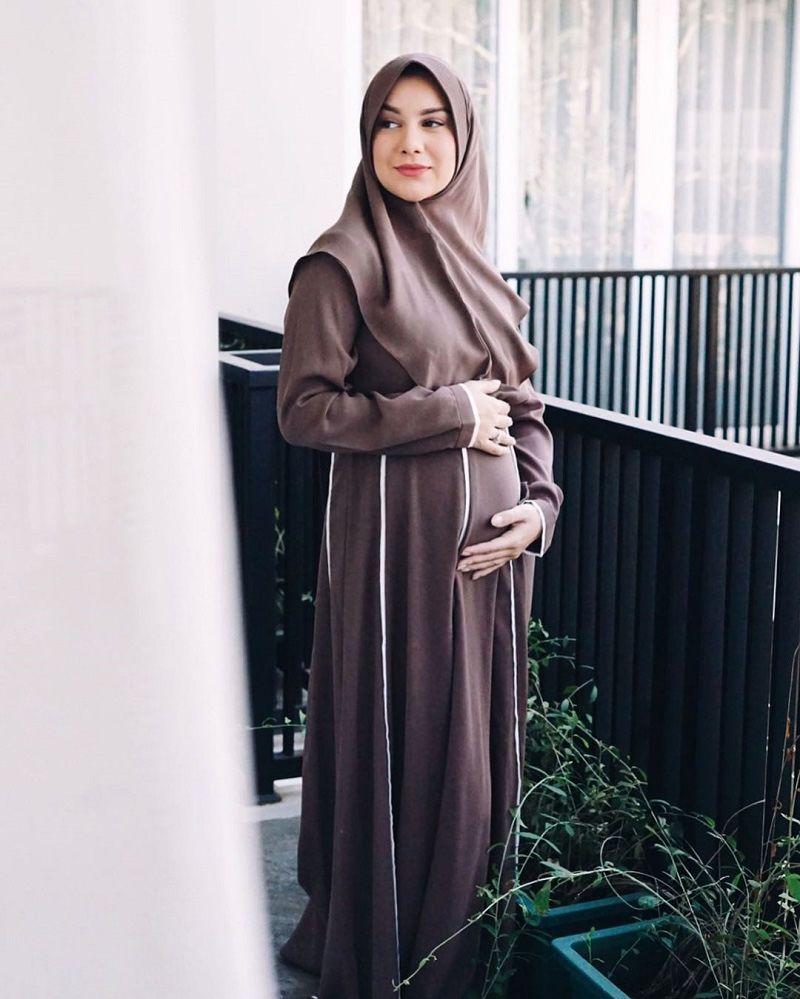 3. Irish Bella sudah nyaman mengenakan hijab syar'i
