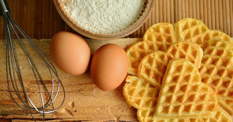 2. Mengurangi jumlah kuning telur dalam adonan kue