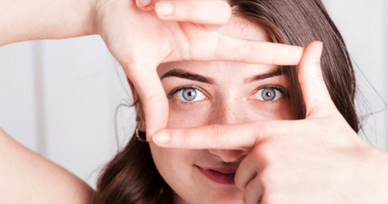 3. Melakukan kompres kelopak mata