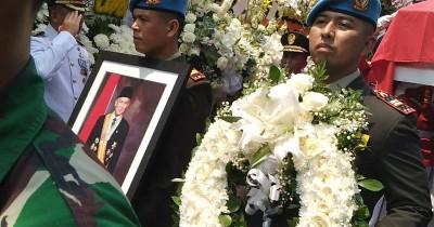 Situasi Pemakaman BJ Habibie Penuh Haru Banjir Doa