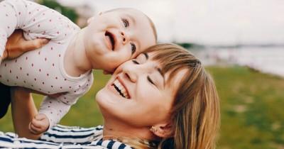 6 Cara Membangun Kedekatan Sehat antara Mama Bayi