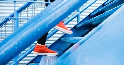 Risiko Berlebihan Aturan Aman Naik Turun Tangga Saat Hamil