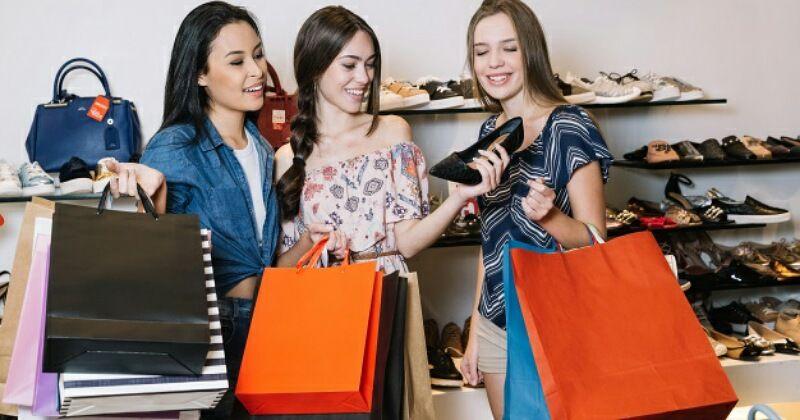 4. Mengontrol keuangan pembelian sepatu baru