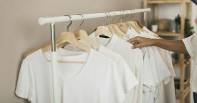 5 Bahan Ini Dapat Menghilangkan Noda Kuning di Baju Putih
