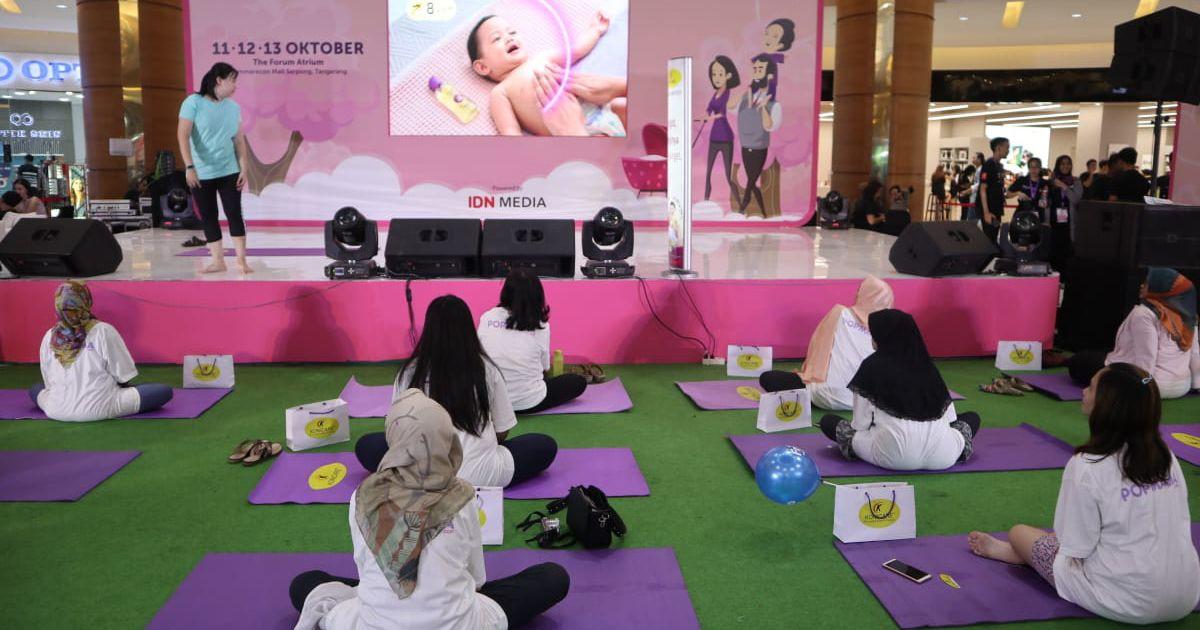 11. Mengikuti kelas yoga