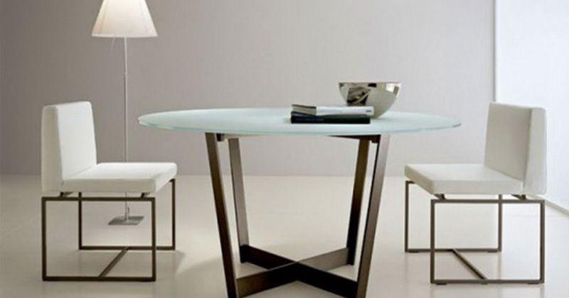 6. Pilihan perabot glossy dapat membantu kecerahan ruangan