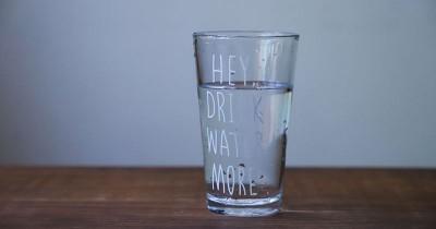 Hati-hati, Minum Air Putih Bisa Sebabkan Bayi Keracunan