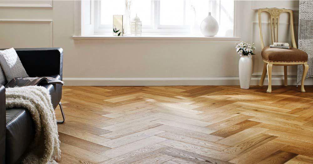 3. Lantai dari material parket kayu