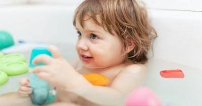 Agar Semangat, Bawalah 5 Mainan Anak Ini ke Kamar Mandi