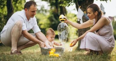 4 Ide Mainan Bayi Mandi Bisa Mama Buat Sendiri