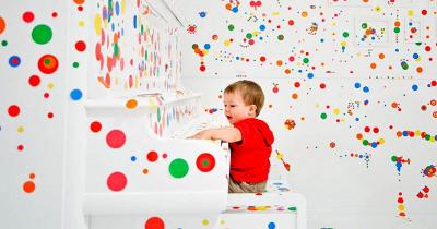 6 Manfaat Penting Saat Anak Bermain Stiker