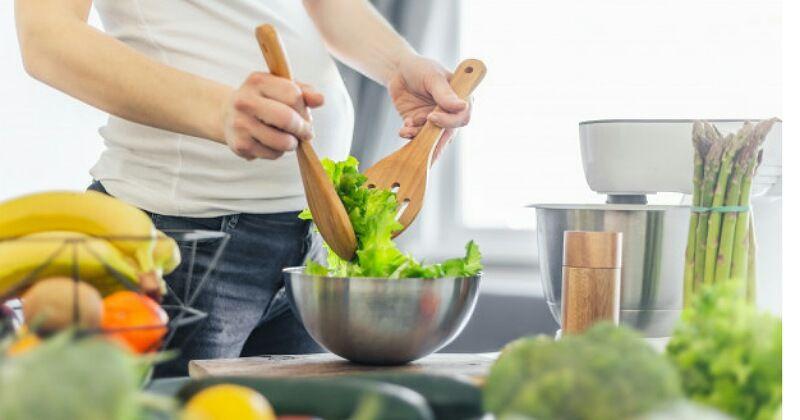 2. Sayuran berwarna hijau mengelola gejala kista secaralebih baik
