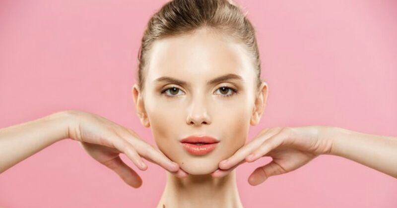 7 Cara Membuat Wajah Glowing Dengan Bahan Alami Popmama Com