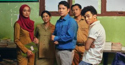 Kolaborasi Dian Sastro Gading Marten Film Guru-Guru Gokil