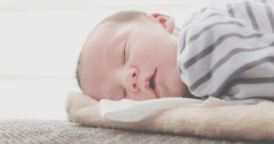 Waspada Risiko Bayi Tidur Mulut Terbuka, Simak Penyebabnya