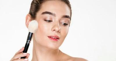 6 Cara Menjaga Makeup Tetap Awet Kulit Berminyak