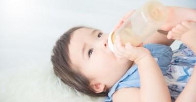 Dipercaya Mampu Redakan Sakit, Bolehkah Bayi Minum Air Gula