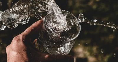 Mitos atau Fakta Bahaya Minum Air Es bagi Kesehatan Tubuh