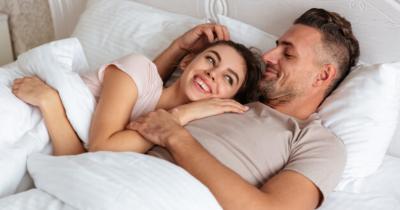 Sering Bercinta Mampu Mencegah Menopause Dini, Benarkah?