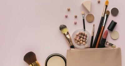 Untuk Touch Up, Inilah 5 Makeup Harus Ada Tas