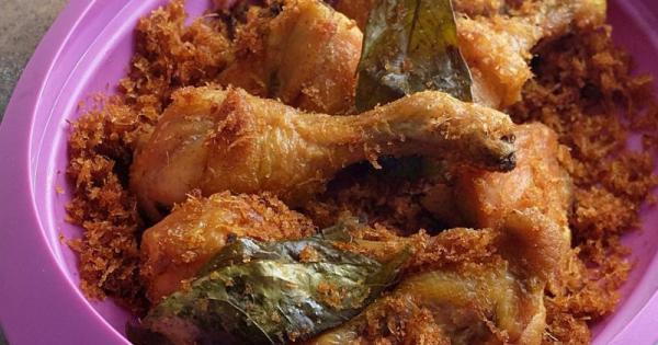 Coba Yuk Ma Resep Dan Cara Membuat Ayam Serundeng Enak Popmama Com