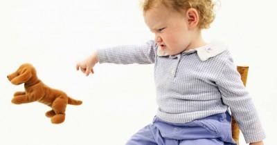 7 Tips Mengatasi Balita yang Suka Melempar Barang