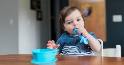 Jangan Asal Ini 5 Tips Memilih Sendok Makan Bayi MPASI Awal