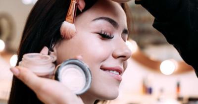 Ingin Tampil Cantik Ini 5 Rekomendasi Makeup Ibu Menyusui