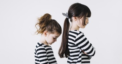 5 Cara Mengajarkan si Kakak Bersikap Baik pada Adiknya yang Lebih Muda
