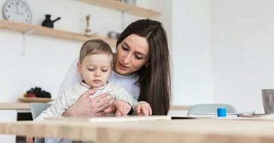 Anak Mendadak Manja saat Ada Mama Rumah, Apa Penyebabnya