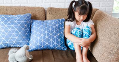 Jangan Dibiarkan, Ini 7 Tanda Anak Kurang Percaya Diri