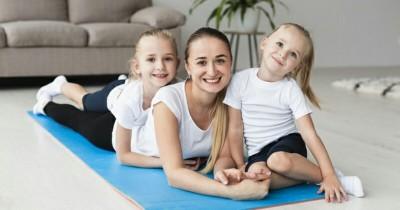 Tingkatkan Bonding Mama dan Anak, Ini 5 Manfaat Yoga Bersama di Rumah