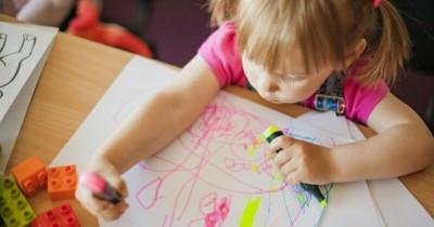 5 Cara Menghilangkan Noda Spidol Baju Anak
