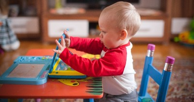 5 Tips agar si Kecil Mau Bermain Sendiri Tanpa Mama