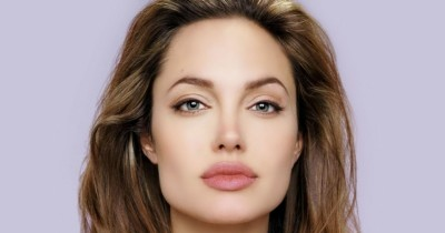 5 Warna Lipstik Cocok Mama Pemilik Bibir Tebal