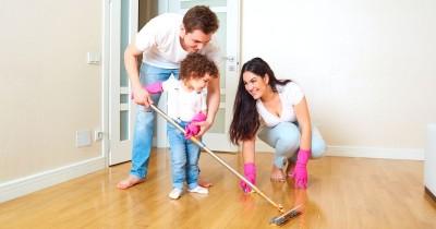 5 Permainan untuk mengajak Anak Terlibat Membersihkan Rumah