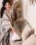 4. Membersihkan debu sofa pun bisa terlihat memesona seperti Tasya Farasya