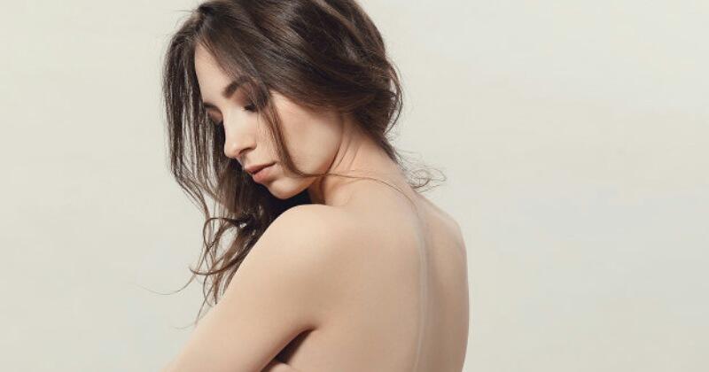 3. Jerawat punggung akibat kotoran dari rambut