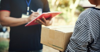 Viral Ibu Marahi Kurir Ini 5 Fakta Sistem COD E-Commerce Indonesia