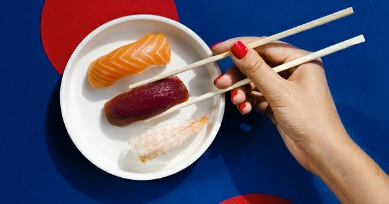 2. Ikan mentah atau dimasak setengah matang