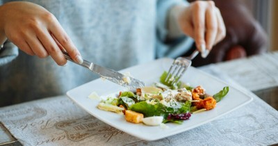 6 Pola Makan Meningkatkan Energi Ibu Baru Melahirkan
