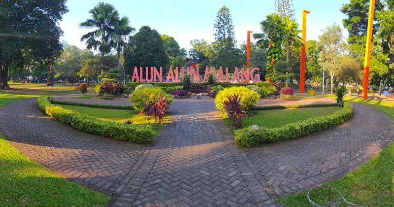 1. Alun-alun Tugu Malang