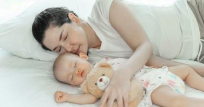 Supaya Mama Tidur Nyenyak, Yuk Pahami Pola Tidur Bayi Baru Lahir Ini!