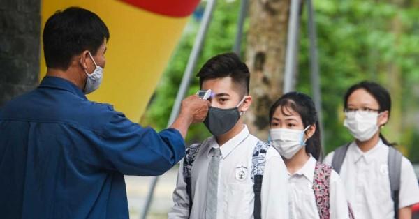 Vietnam Kembali Buka Sekolah dan Terapkan Partisi di Meja Siswa ...