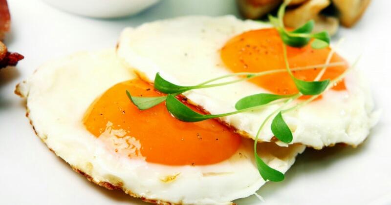 4. Telur mentah